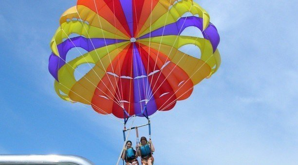 parasailing in Cairns get adventurous