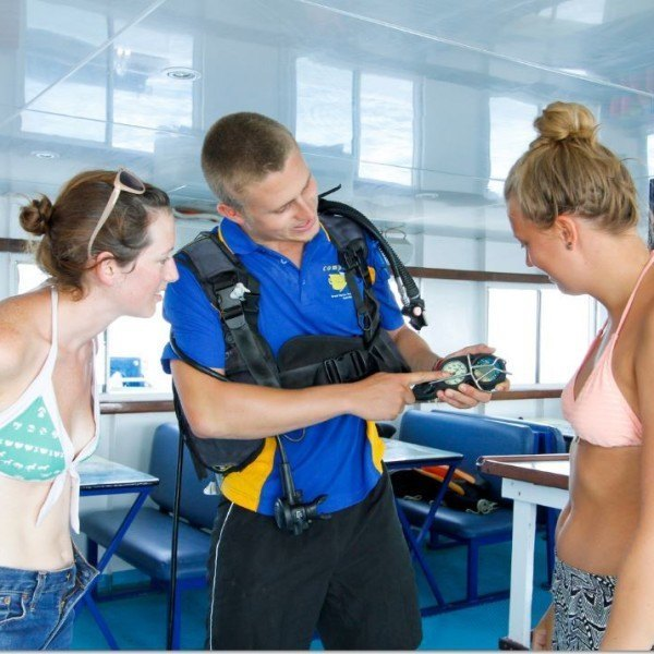 scuba dive guide assistance