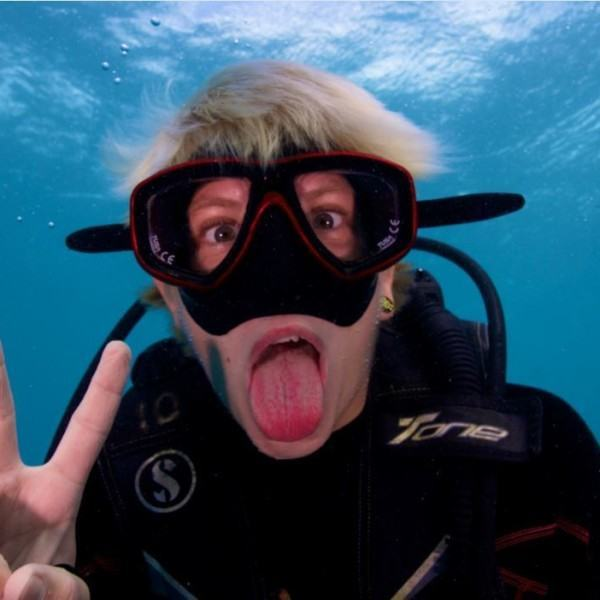 Cairns budget scuba dive tour with Compass Cruises