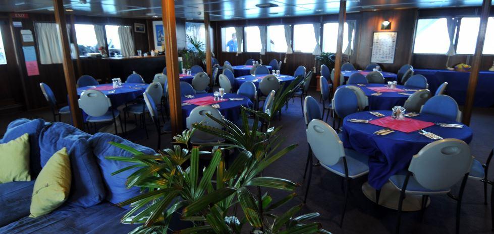 Cairns-liveaboard-dining