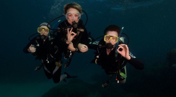 try a resort dive on the Great Barrier Reef