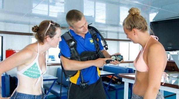 scuba dive guide assistance