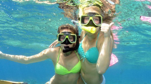 friends snorkelling