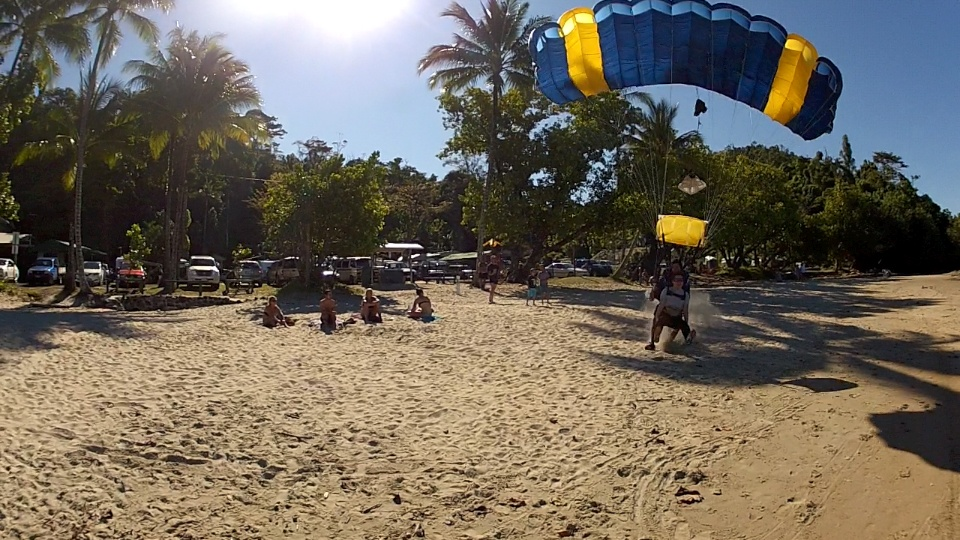 do a beach landing with skydive Cairns