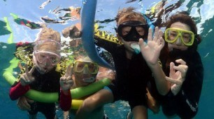 Great-Barrier-Reef-family-snorkel