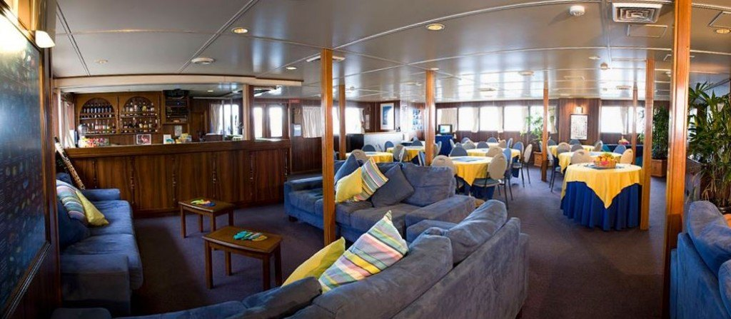great-barrier-reef-liveaboard-saloon