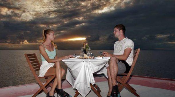 dinner under the stars on Australia's Great Barrier Reef