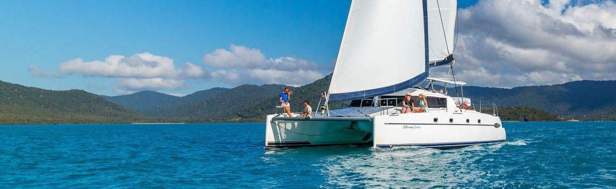 Liveaboard Sailing Whitsundays | Hot Getaways